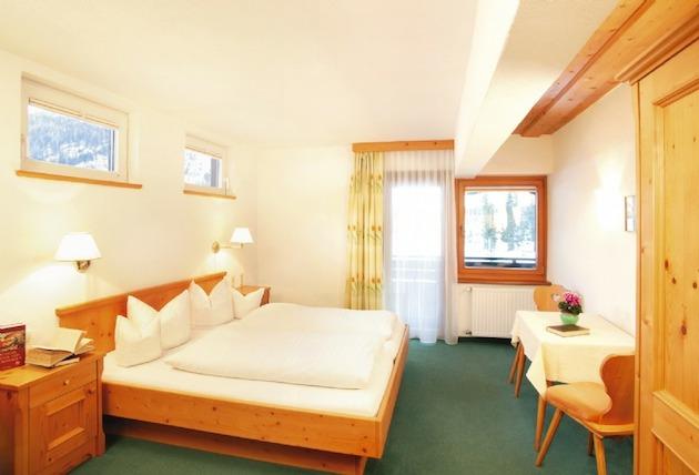 Hotel & Restaurant | Cafe Tirolerhof - St. Anton a: Hotel & Restaurant | Cafe Tirolerhof - St. Anton am Arlberg